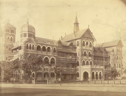 [Front view of an unidentified building, Bombay.]